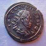 curiosité : antoninien, Rome 1ére ém poids lourd 4.87 g, double frappe Avers: IMP CLAUDIUS P F AUG