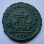 Revers: MEMORIA FELIX / PTR, TTB+,   ap l'élévation de C Ier à l'augustat (25 /12/307) et avt le 11 /11/308 (Carnuntum.)