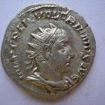 antoninien, Rome 253 - 254 , 3.39 g, le portrait ne ressemble pas encore à Valérien (portrait jeune pour un homme de 60 ans!)