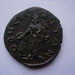 Revers: OΔΗϹ(?)-(N?)ITΩN, Tyché sacrifiant au-dessus d'un autel, TTB