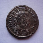 aurélianus, Rome 3e off , 3.98 g, Avers: IMP CARINVS P F AVG buste cuir radié à drt