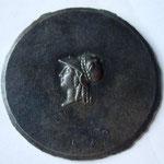 matrice de médaille du XIXe siècle. Le motif (tête d'Athéna) est en relief. Objectif : créer des repoussés : A/relief-R/creux