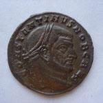 follis, Rome 4e ém 4e off 5.83 g, 307, Avers: CONSTANTINVS NOB CAES portrait ressemblant à Maxence