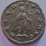 Rev: AETERNITAS AVG, Gallien voilé, drapé debout à droite, tenant l'ancus de la main droite.TTB très rare peu être inédite