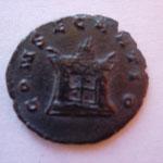 Revers: CONSECRATIO autel allumé, TTB