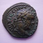 petit bronze d'Odessa, 3.47 g, Avers: ANTΩNЄINOC ΠЄIIOC buste lauré à droite