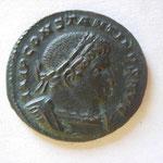 nummus ou follis, Avers: IMP CONSTANTINUS AUG, buste lauré et cuir à droite, 3.86 g