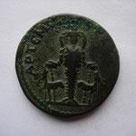 Revers: APTЄMIC ЄΦЄCIA, statue d'Artemis flanquée de 2 cerfs, patine verte, TTB