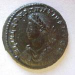 nummus, Trêves, 2e officine, 3.61 g (poids très lourd), 326, Avers: L IVL CONSTANTIVS NOB C grand buste cuirassé à gauche
