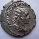 antoninien, Rome 1ére ém, 3.44 g, Avers: IMP AEMILIANVS (PIVS FEL AVG) décentrée