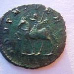 Revers: ADVENTUS AUG Emp à cheval à g, célèbre son arrivée à Rome ap son couronnement à Milan, TTB+ rare (RR)