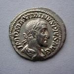 denier, Avers: IMP MAXIMINUS PIUS AUG, 3.13 g, buste lauré, cuirassé et drapé à droite