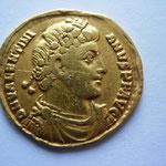 solidus, Antioche, 2éme off, 4.14 g, Avers: DN VALENTINI-ANVS P F AVG  portrait au diadème gemmé