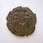 R/ VICTORIA DD AUGG Q NN / B ARL Arles 2e off, réf aux 5 emp (Constantin II, Constans, Constance II, Demace, Hannibalien)