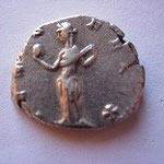 Revers: VENUS-FELIX Vénus debout de face regardant à gauche, tenant une pomme de la main droite et ramenant sa robe sur son épaule, TTB