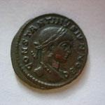 nummus, Arles 4e off 322 - 324, 3.15 g, Avers: CONSTANTINVS IVN NOB C