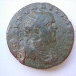 moyen bronze, Pontos Neocaesare, 10.54 g, 24 mm, tête radiée cuirassée et drapée de Valérien à droite