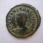 nummus, Héraclée 4e officine, 326, 2.78 g, Avers: FL IVL CONSTANTIVS NOB C buste drapé cuirassé à gauche