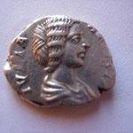 """Denier, très beau portrait mais monnaie """"rognée"""": frappe locale ? ou Rome 199 ap JC ?, Avers: IULIA AUGUSTA"""