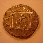 Revers: DEO MARTI , Mars ds un temple tetrastyle, TB+ / TTB, rare (R)