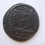 la monnaie a été frappée 2 fois, tout comme le temple du revers ; rae