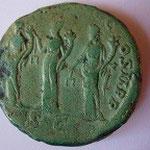 Revers: MONET AUG COS II P P / SC rare sesterce avec les trois monnaies au revers TTB