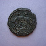 Revers: la louve allaitant Romulus et Remus, 2 étoiles au-dessus / ﻥ SLG Lyon 2e officine, patine verte magnifique, SUP
