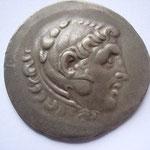 Tetradrachme de TEMNOS, 188-170 av JC ; avers : Anépigraphe .Tête d'Héraklès à droite, coiffé de la léonté .