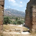 Blick aus dem Athenatempel ins Latmosgebirge