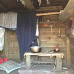 もうひとつの古い方の小屋の中の様子