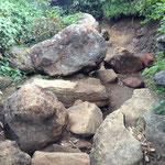 たまに大きな岩がごろごろ