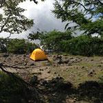 五色山でテントしてる人いました。モンベルのテント