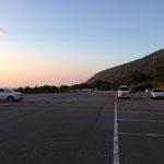 駐車場はまだガラガラです