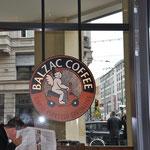 最初に入ったチェーン店ぽいカフェ。若いお兄ちゃんに注文が通じなくて困りました