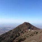 女体山から望む男体山