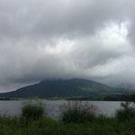 燧ヶ岳。雲かかってます