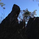 尾根上にある岩場