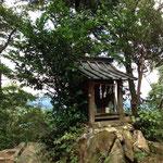 晃石山の山頂神社