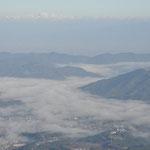 雲海が覆っています
