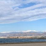 im Hintergrund die Sierra Nevada mit Schnee