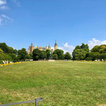 ... schonangelegtem Schlossgarten.