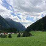 Blick ins Tal Richtung Berg