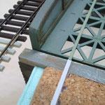 Pappstreifen zur Gleisüberhöhung