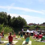 Familien-Yoga-Tag