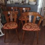Nachher. Antik gebeizt, mit Öl versiegelt und Sitzkissen neu bezogen.