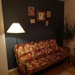 """Die Wand wurde mit Painting the Past in der Farbe """"Denim"""" gestrichen. Wunderbare Wahl!!"""