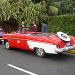 Die Kubaner fahren meist mit solchen Oldtimern.