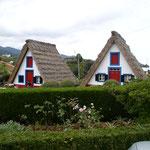 """Diese Madeira-Häuser sind ein Überbleibsel. Eines ist noch bewohnt, die Anderen dienen als """"Museum"""""""