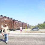 Der Mann mit der roten Fahne! Er stand mitten auf der Autobahn! und stoppte den Verkehr!!!