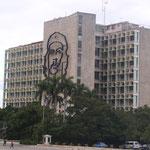 Che Guevara oder einfach Che, war ein marxistischer Politiker, Guerillaführer und Autor. Wikipedia